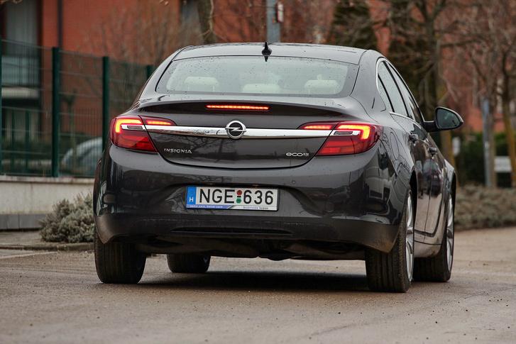 használt Opel Insignia hátsó