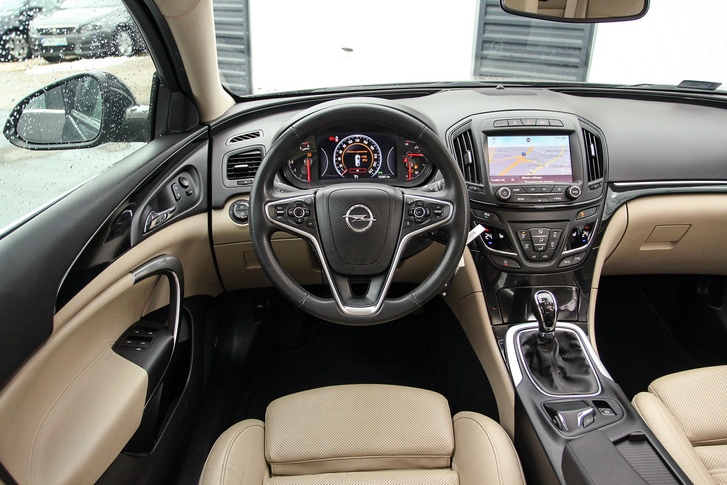 használt Opel Insignia vezető
