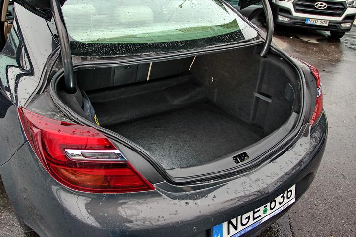használt Opel Insignia csomagtér