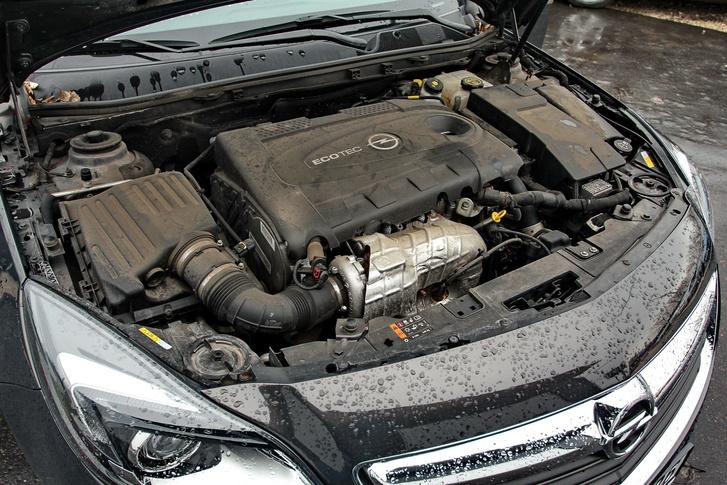 használt Opel Insignia motortér